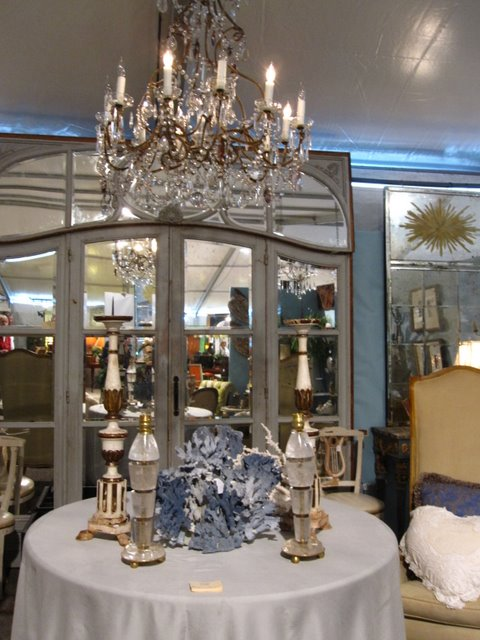 Review of the exhibition of antique furniture and decor