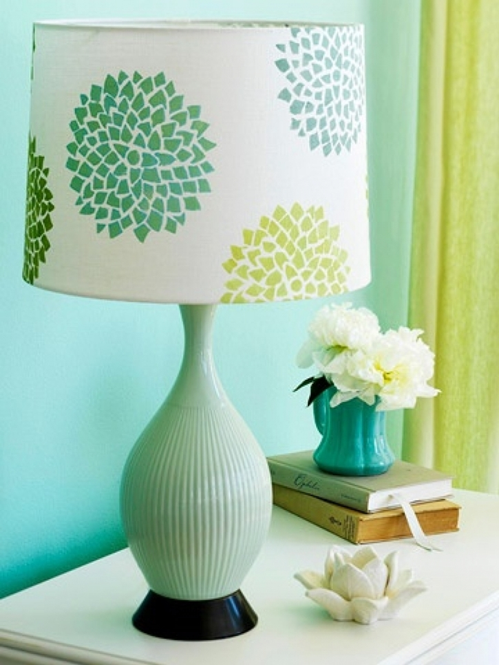 Learn-how-to-decorate-a-plain-lamp-shade