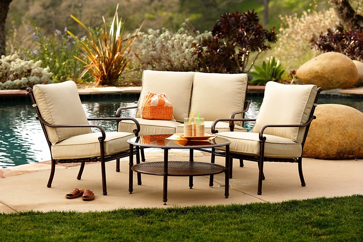 outdoor-patio-furniture-bought-from-friend-designer